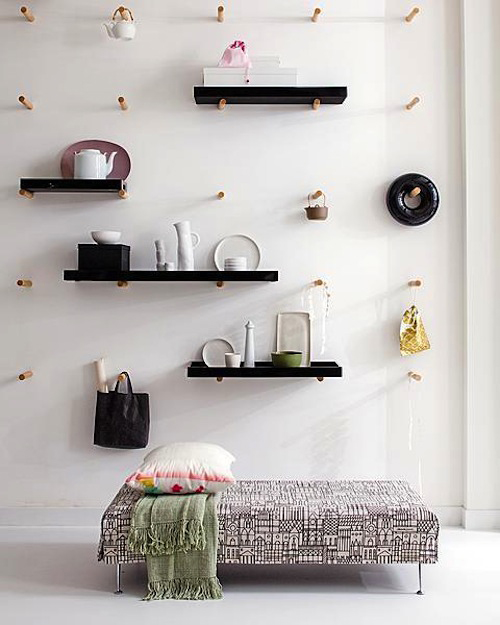 pared con estantes intercambiables fuente vt-wonen-mei via emmas blog