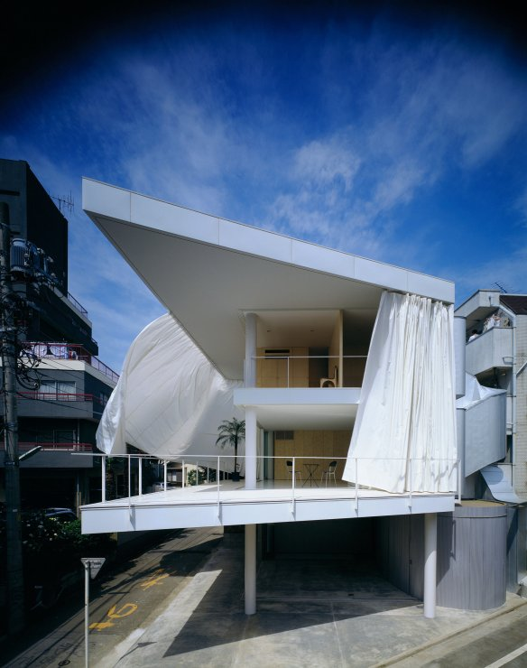 Shigeru-Ban-Curtain-Wall-House-01