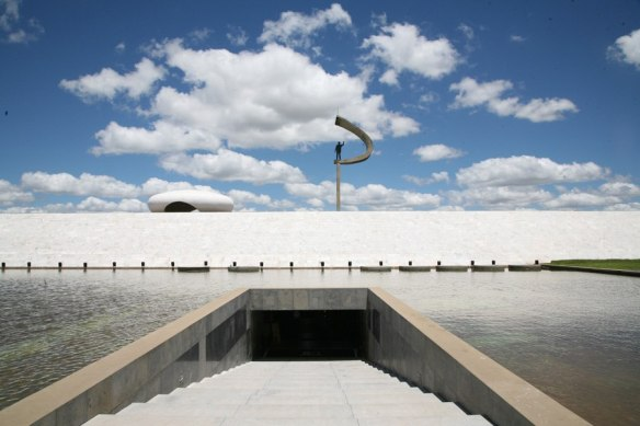 item8.rendition.slideshowHorizontal.the-architects-eye-lee-mindel-brasilia-brazil-09-memorial-jk-president-juscelino-kubitschek